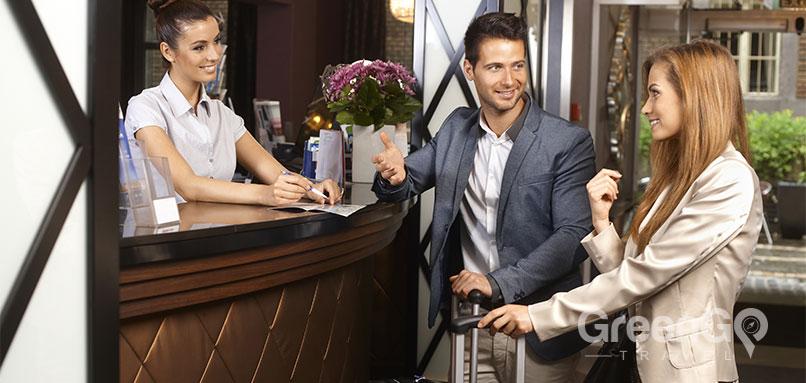 Quito-Altitude-Sickness-Hotel-concierge-helping-guests