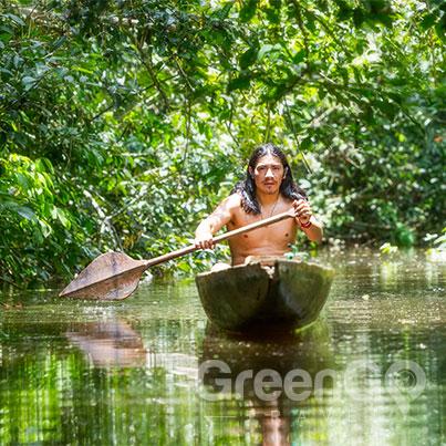 anakonda-amazon-cruise-ship-indegenous-man-in-canoe