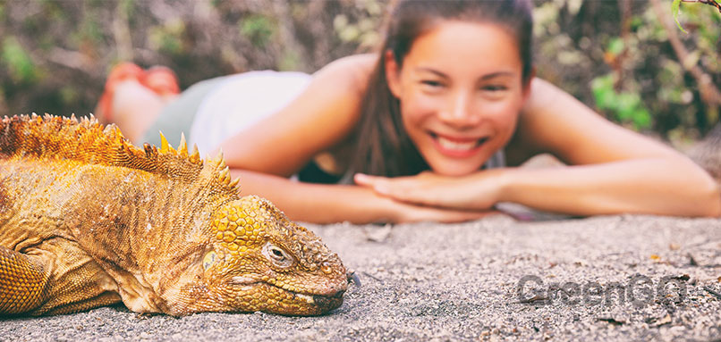 Conservation-of-an-Ecologocal-Paradise-Girl-looking-at-Lizard