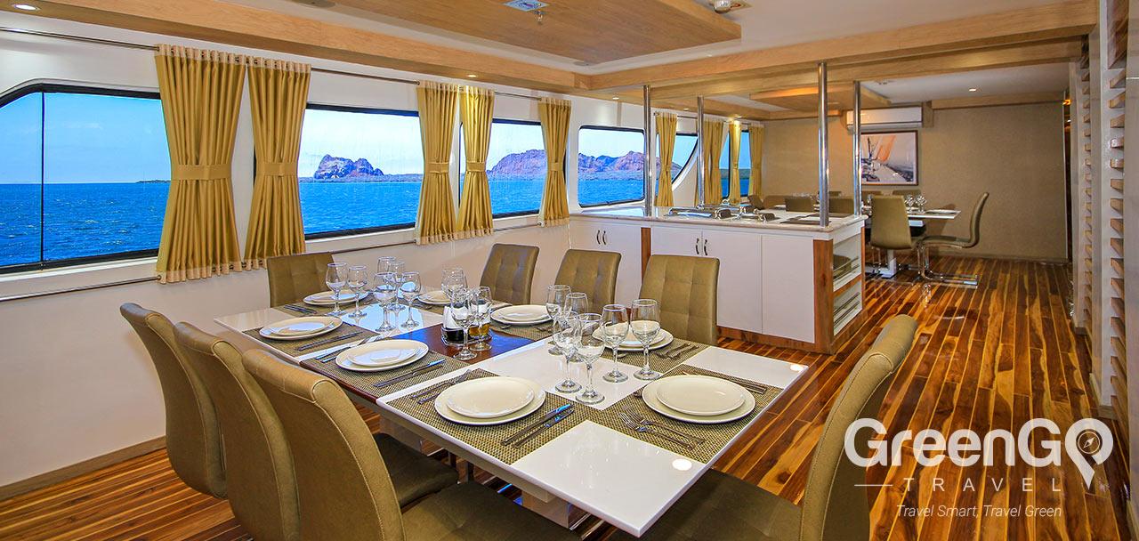 Grand Queen Beatriz - Dining Room
