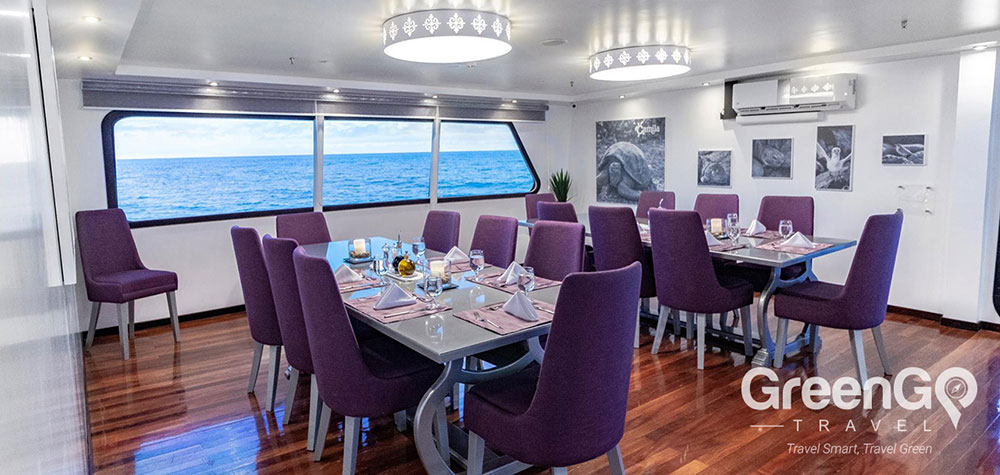 Highlights-of-the-Camila-Galapagos-Dining-Room-1