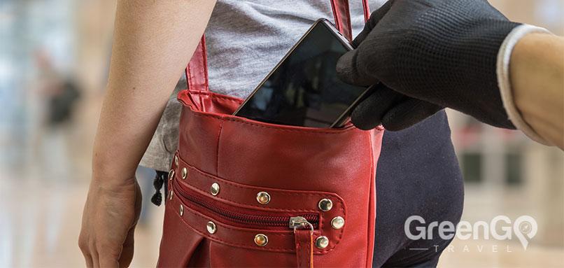 Guy robbing woman's purse