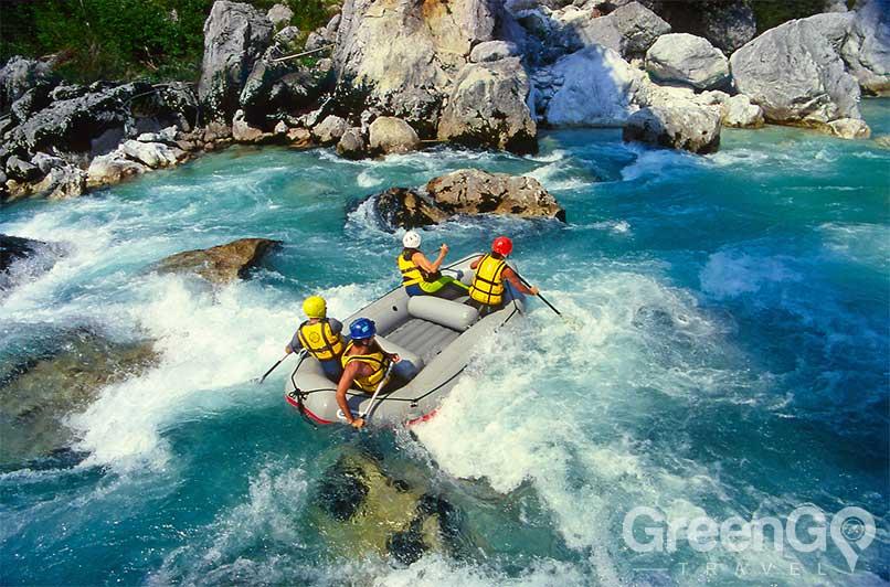 rafting and kayaking in Ecaudor - rafting adventure